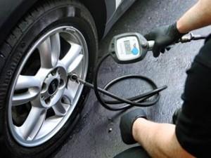 Bei Auto Werner Fuerth wird ihr Reifendruck vor jeder Fahrt geprueft